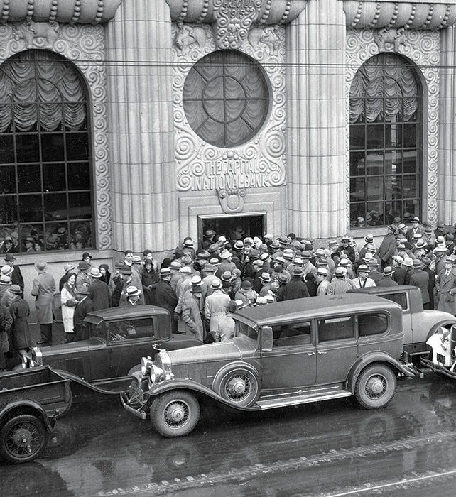 photo from 1933 shows a run on the Sacramento branch of The Capital National Bank
